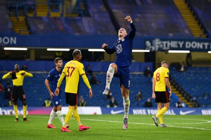 Chelsea win holds off rampant Man Utd in race for Premier League top four