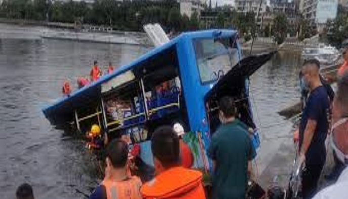 21 dead, 15 injured after bus plunges into lake in southwest China