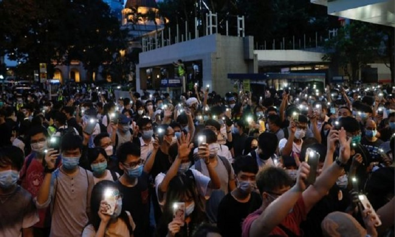 Facebook and Google 'pause' Hong Kong police help