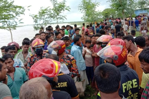 Four missing as two boats capsize in Padma river