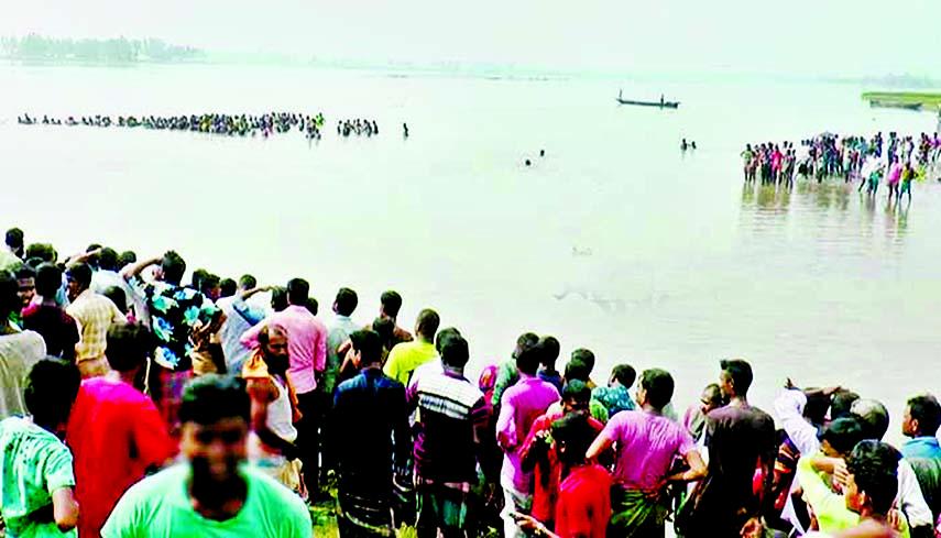 Boat capsizes in Teesta river