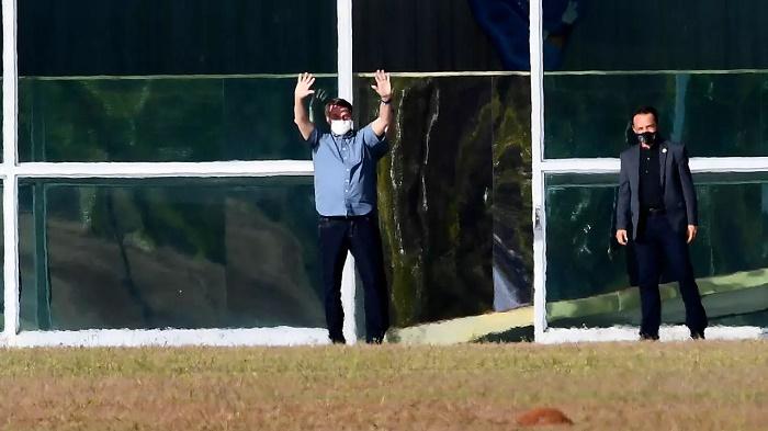 Bolsonaro says he feels 'very well', praises hydroxycholoroquine