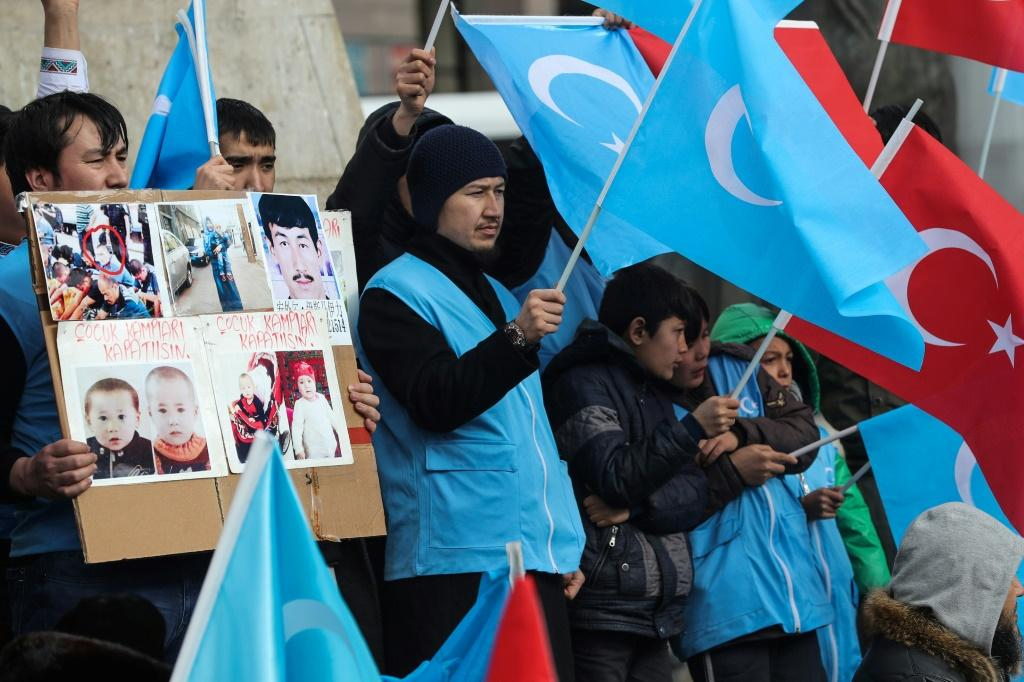 US punishes senior Chinese officials over Uighur rights