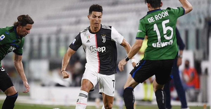 Ronaldo's penalty double edges Juve closer to title in Atalanta draw
