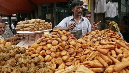 Street vendors pass tough time amid virus pandemic