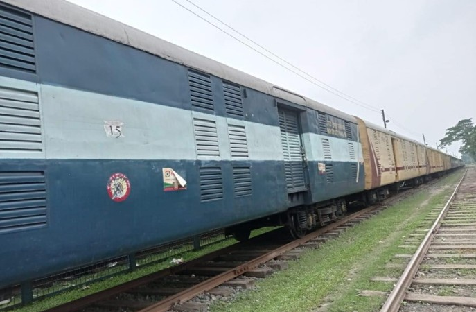 Bangladesh receives first parcel train carrying dry chilies from India (Video)