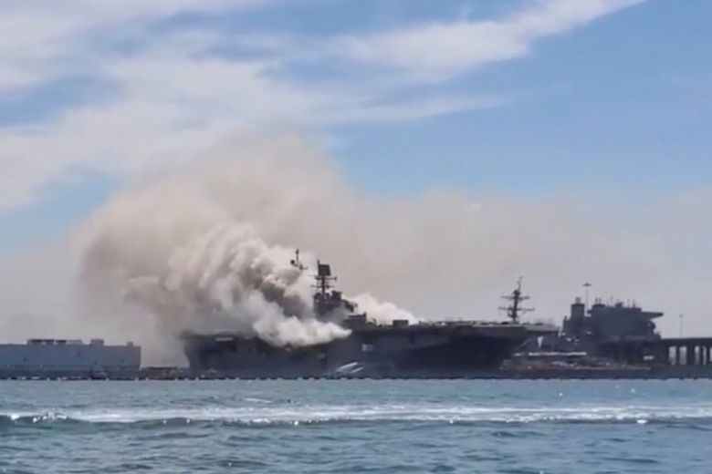 21 injured as major fire breaks out on US navy ship in California (Video)