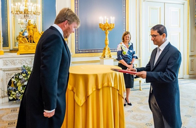 New Bangladesh envoy presents credentials to King of the Netherlands