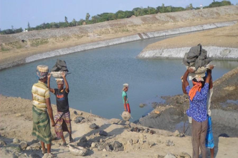 Gross irregularities in pond re-digging scheme