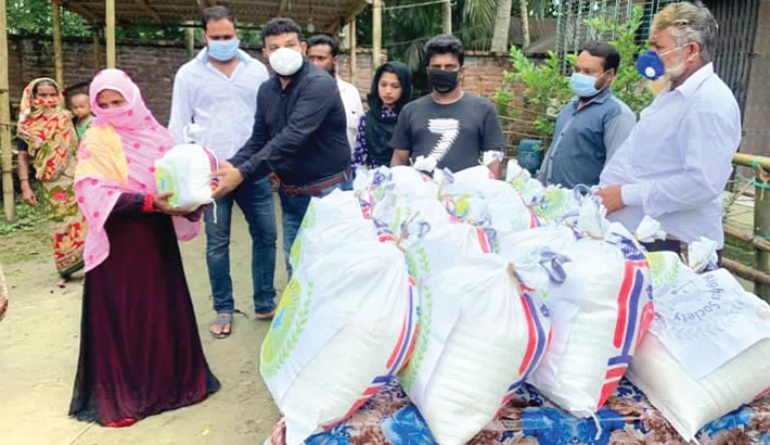 Distributes Eid items among flood victims