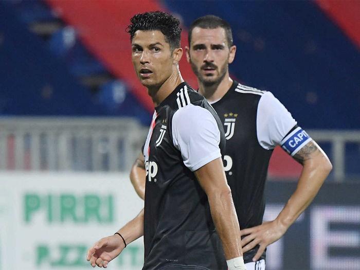 Juve crash to humiliating Cagliari defeat, Immobile eyes goal record