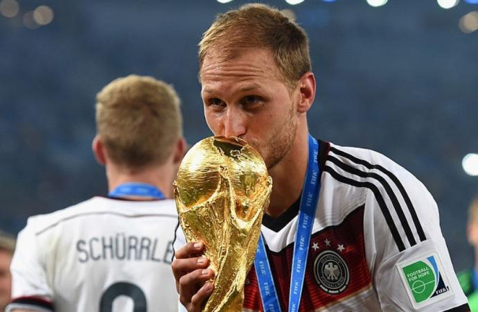 German World Cup winner Hoewedes retires at 32
