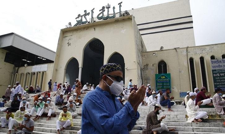 Total six Eid congregations held at Baitul Mukarram
