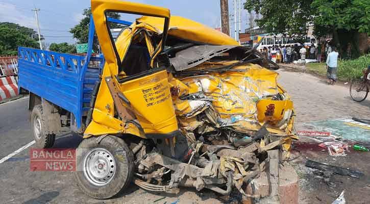 3 killed as bus, pick-up van collide in Dhamrai