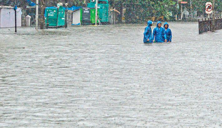 Heavy rains batter Mumbai