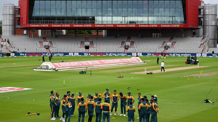 Pakistan bat against England in first Test