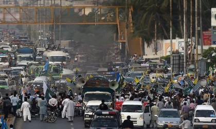 30 injured in grenade attack at rally in Pakistan