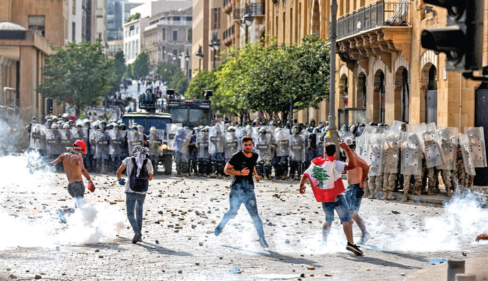 Anti-govt protesters storm Lebanese ministry buildings