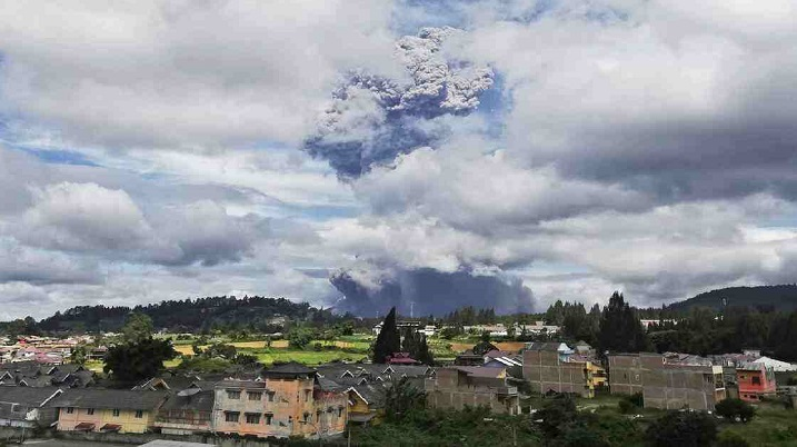Indonesia's Sinabung volcano sends ash 5km into sky
