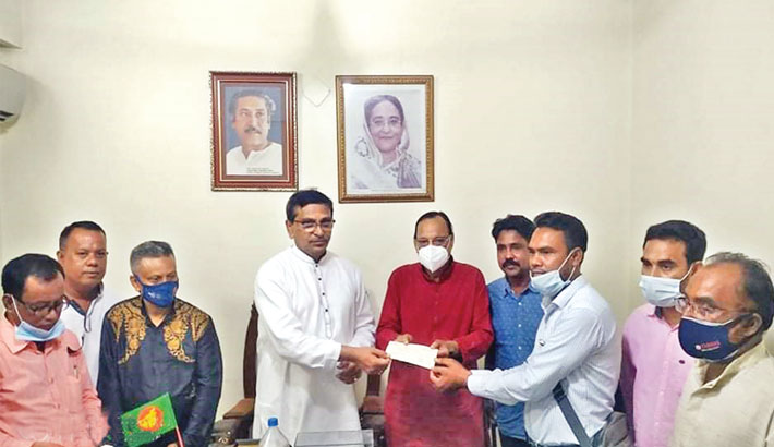 Distribute financial assistance cheques among 65 journalists