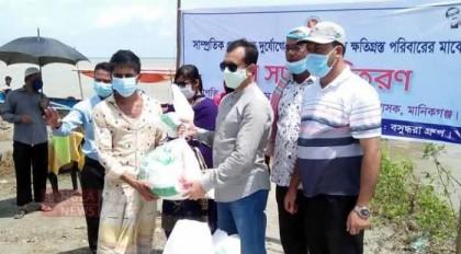 Bashundhara Group distributes food aid in Manikganj