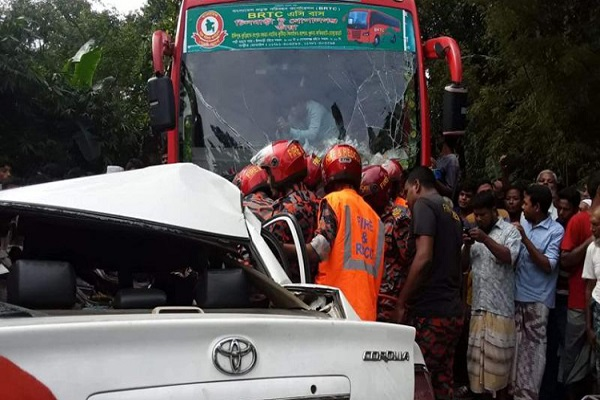 4 among 3 of a family killed as bus collides with private car in Kurigram