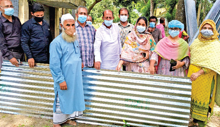 Distributes corrugated tin sheets and cash aid among poor people