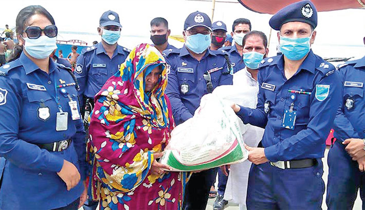 Bashundhara Group hands out relief in Manikganj