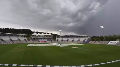 Play resumes in England-Pakistan 2nd Test