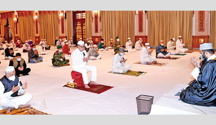 President Abdul Hamid takes part in a prayer meeting