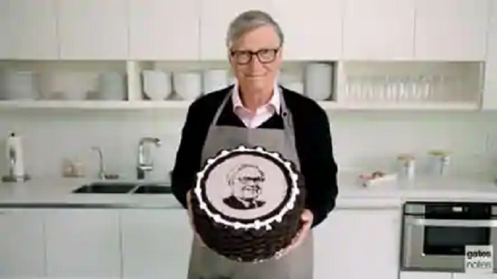 Bill Gates wishes Warren Buffett on his 90th birthday with a special cake