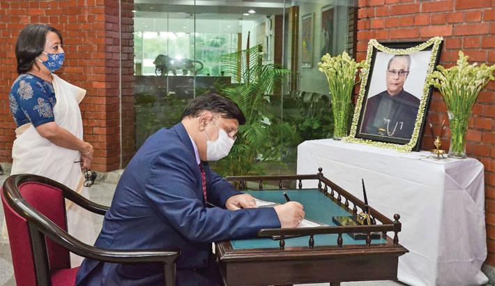 Momen signs condolence book for Pranab
