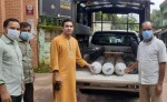 Abur Razzaq Chowdhury and volunteering organisation 'Bachar Lorai' donate oxygen cylinders