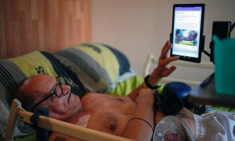 Facebook stops incurably ill man streaming death