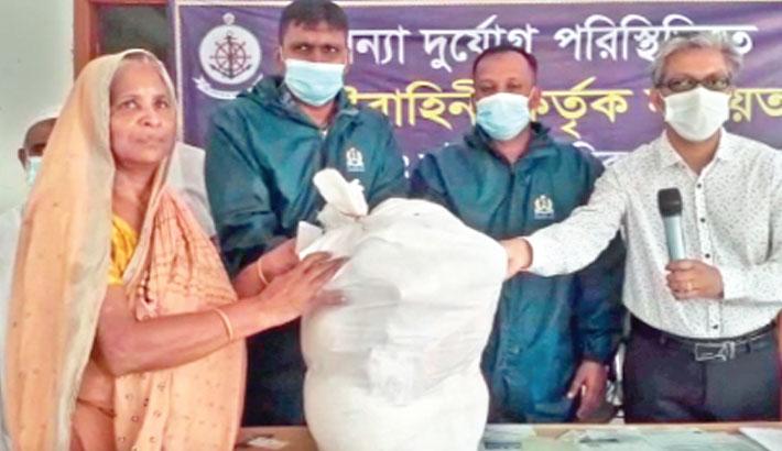 Navy provides food aid for Sreenagar flood victims