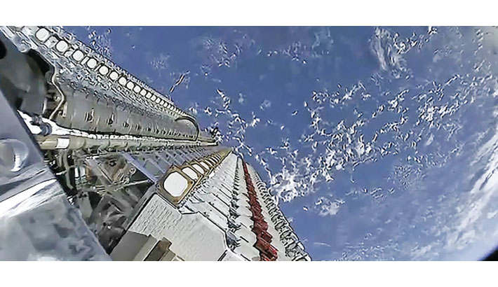 SpaceX adds 60 satellites