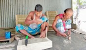 Craftsmen are making chais (traditional fish traps with bamboo and cane)