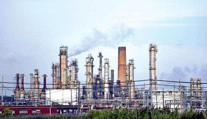 Oil producers evacuate US Gulf of Mexico platforms
