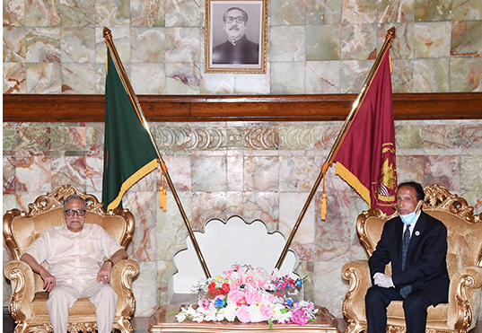 Outgoing PSC chairman pays farewell call on President
