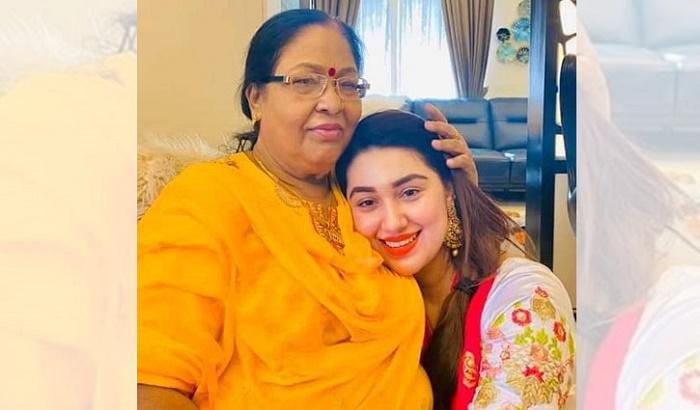Actress Apu Biswas' mother dies