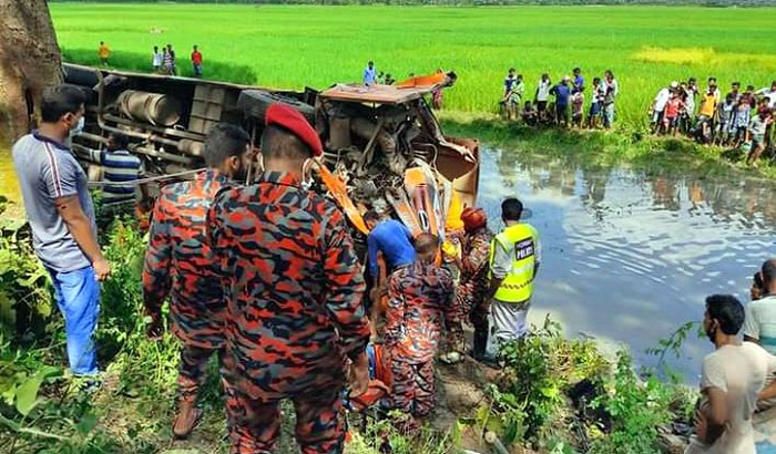 4 killed as bus, microbus collide in Magura