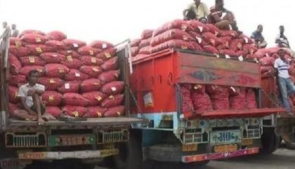 Finally, India allows onions stranded in border into Bangladesh