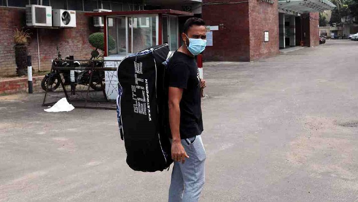 10 cricketers put in isolation