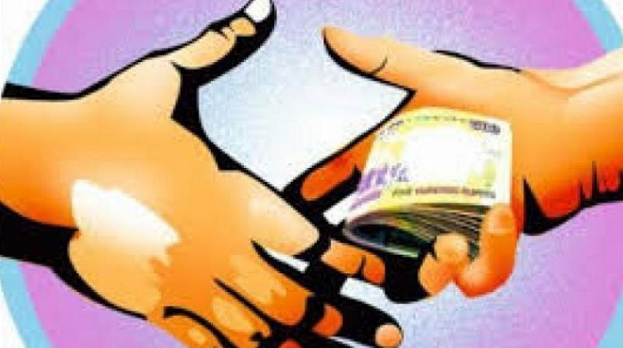 Shyestaganj OC, 4 other cops closed for taking bribe