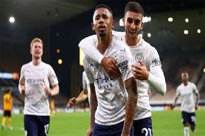 Man City survive Wolves scare to make winning start