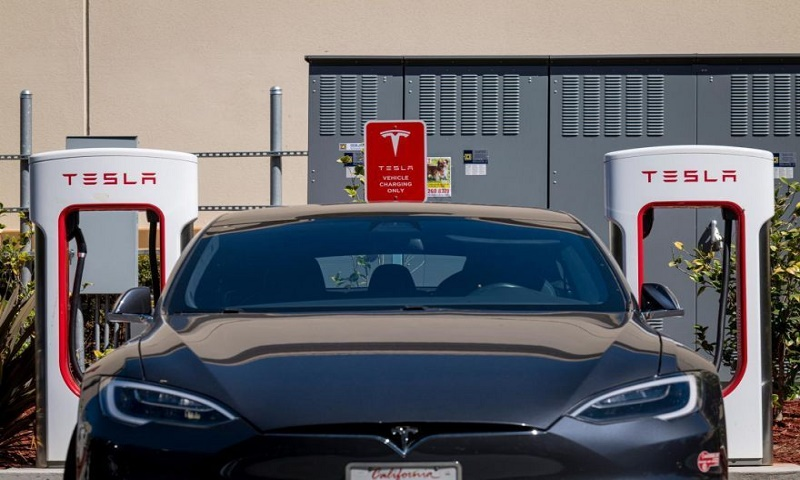 Tesla maps road to cheaper batteries for electric cars