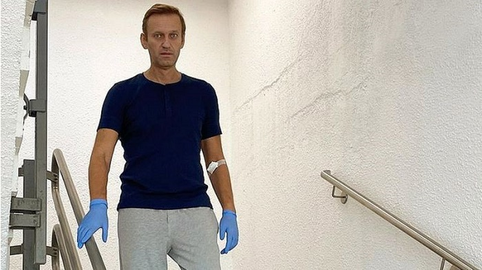 Alexei Navalny: Russian activist discharged from Berlin hospital