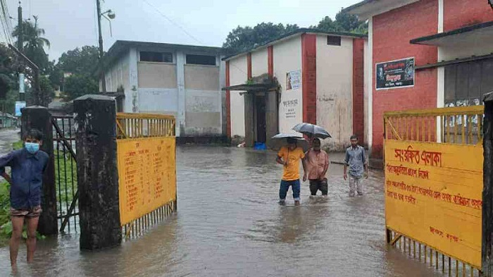 Heavy rains inundate low-lying areas in Panchagarh town