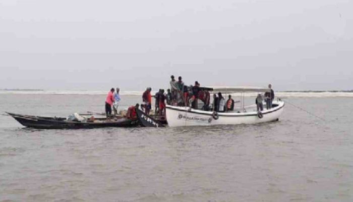 RU student, schoolboy missing as boat capsizes in Padma River