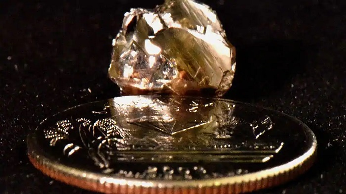 Man picks up shiny object thinking it is glass, turns out to be a diamond